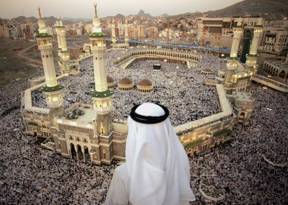 oil shiek looking out over huge crowd in Mecca